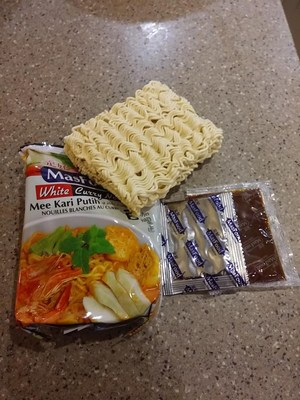Packet Contents (White Curry Noodles)